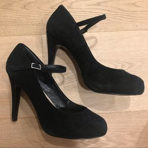 Steve Madden Black Closed Toe Heel with Strap
